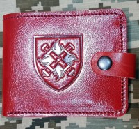 Шкіряний гаманець з символікою 27 ОРеАБР (червоний лаковий)
