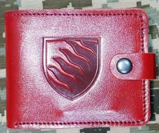 Шкіряний гаманець з символікою 55 ОАБр (червоний)