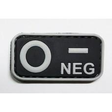 Нашивка группа крови 0- neg резина черная