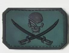 Резиновый шеврон Череп и сабли - PirateSkull PVC т.зеленый