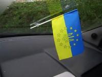 Автомобільний прапорець Україна в Євросоюзі з тризубом