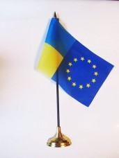 Купить ЕС-Украина настольный флажок в интернет-магазине Каптерка в Киеве и Украине