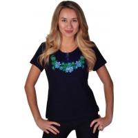 Женская футболка с вышивкой цветочков