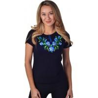 Женская футболка с вышивкой синих цветков