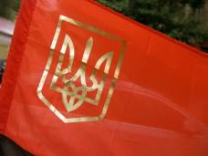 Красно-черный флаг с золотым гербом